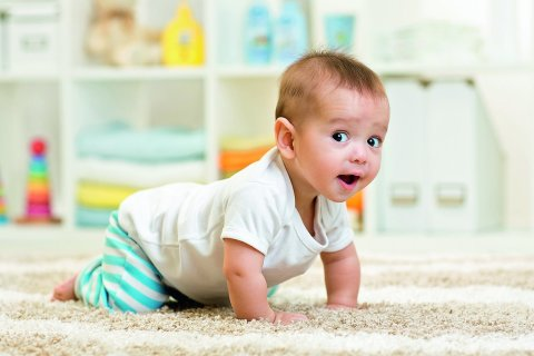 Steps to teach your baby how to crawl