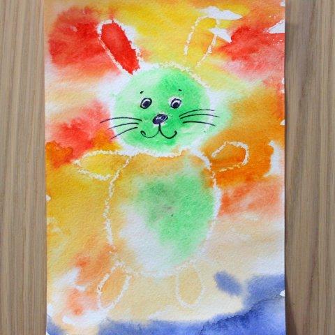 нарисовать зайчика восковым мелом и разукрасить акварельной краской поделка ребенка