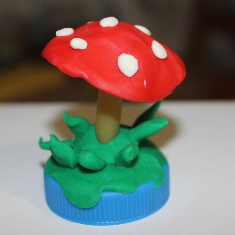Make crafts out of plasticine and pasta with your kid