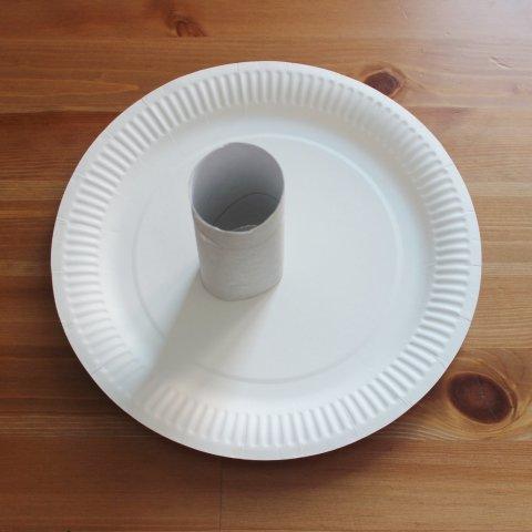 трубочка от туалетной бумаги и одноразовая тарелка для поделки
