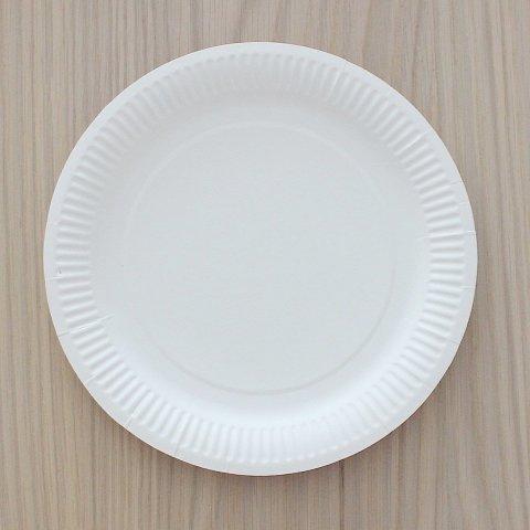 Сделайте вместе с ребенком ромашку из одноразовой тарелки