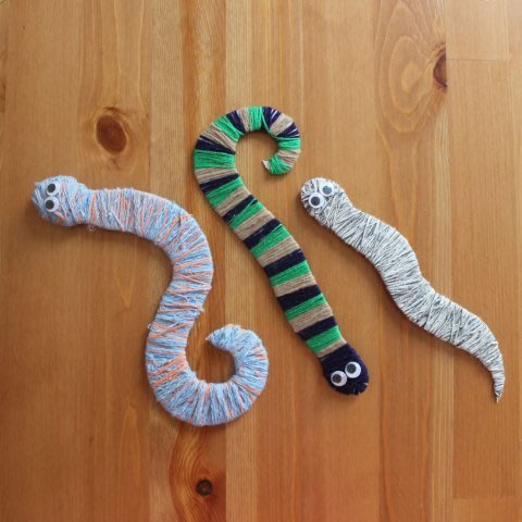 Сделайте вместе с ребенком змеек