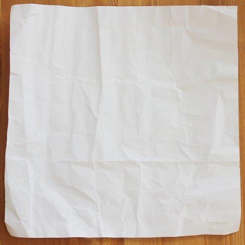 смять лист бумаги для рисования в необычной технике