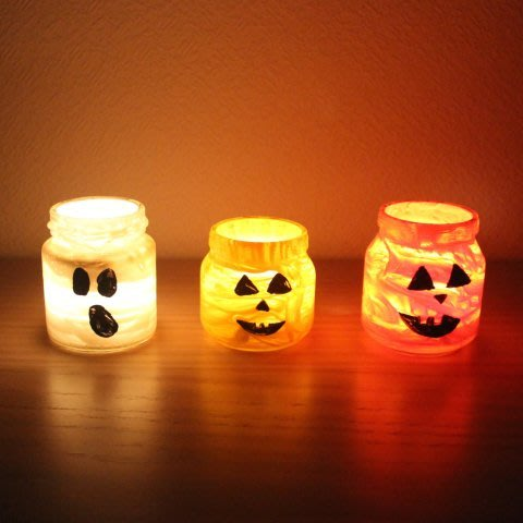 Make Halloween candlesticks with your kid