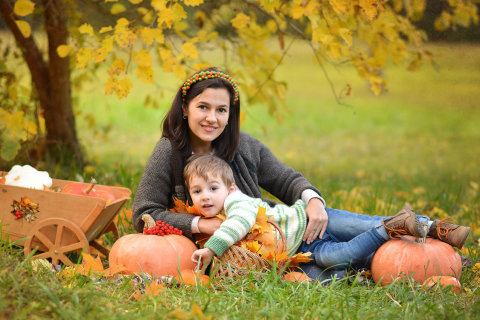 Arrange an autumn family photosession