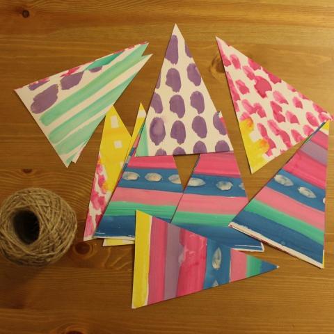 Картинка к занятию Сделайте вместе с ребенком праздничные флажки из бумаги в Wachanga