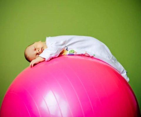 Физическое развитие детей: упражнения на фитболе