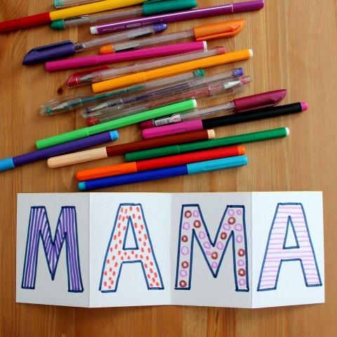 этап создания поздравительной открытки для мамы раскрашивание букв