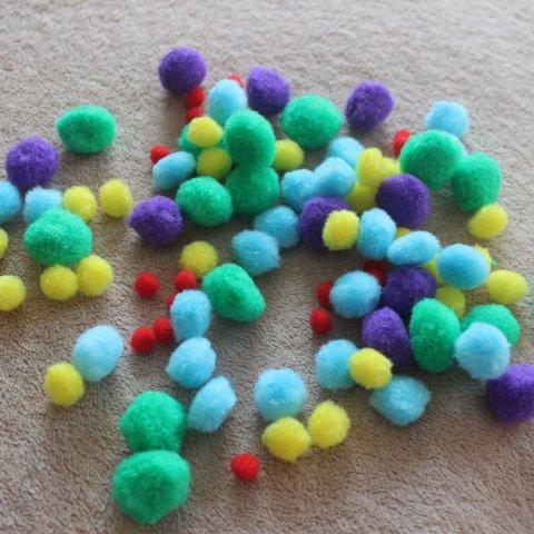 декоративные разноцветные помпоны