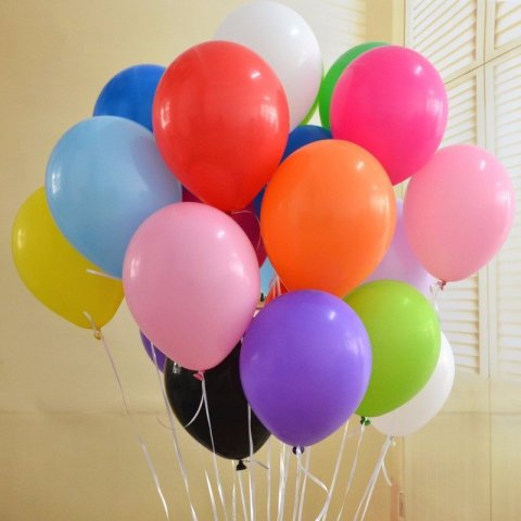 Decorate your baby room with balloons