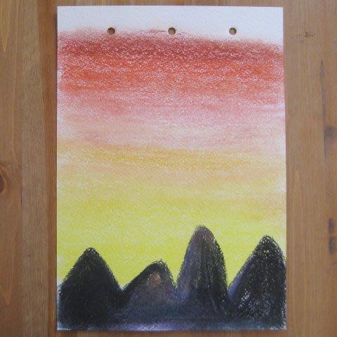 Нарисуйте вместе с ребенком закат в горах с помощью пастели
