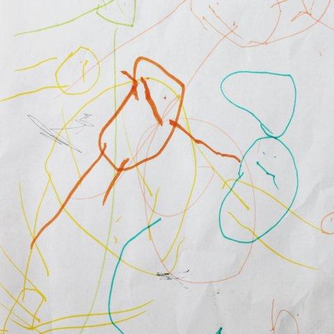 детские рисунки можно с интересом просматривать всей семьей