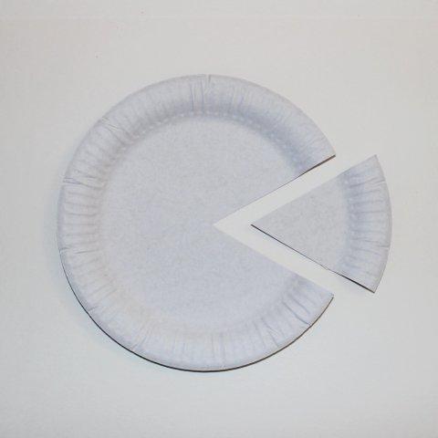 вырезать уголок от бумажной тарелки для поделки
