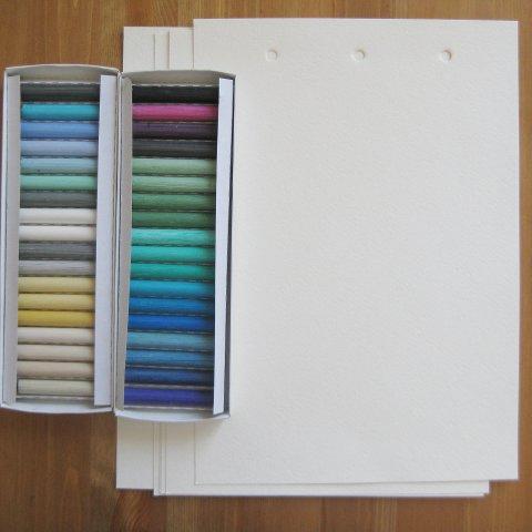 бумаги и пастель