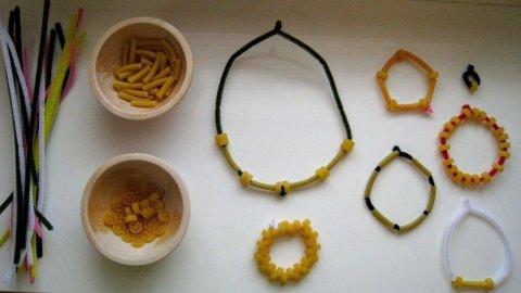 Картинка к занятию Бусы и браслеты из макарон в Wachanga