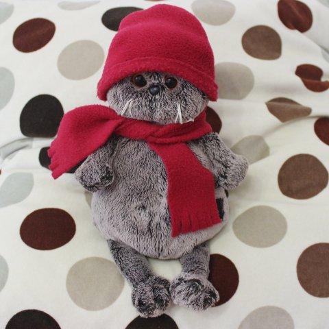 помогите ребёнку одеть игрушки в теплые шапочки и шарфики