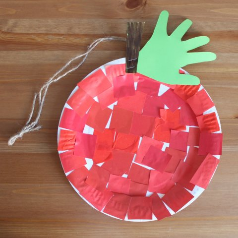 Make an apple out of a disposable plate with your kid
