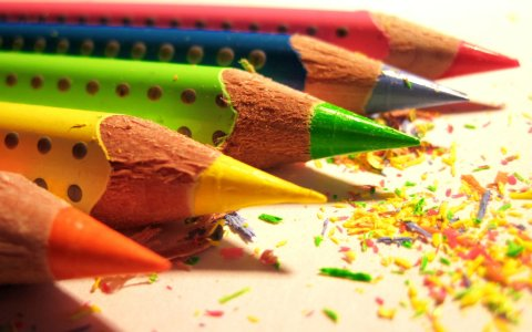 Arrange painting with watercolor pencils for your kid!