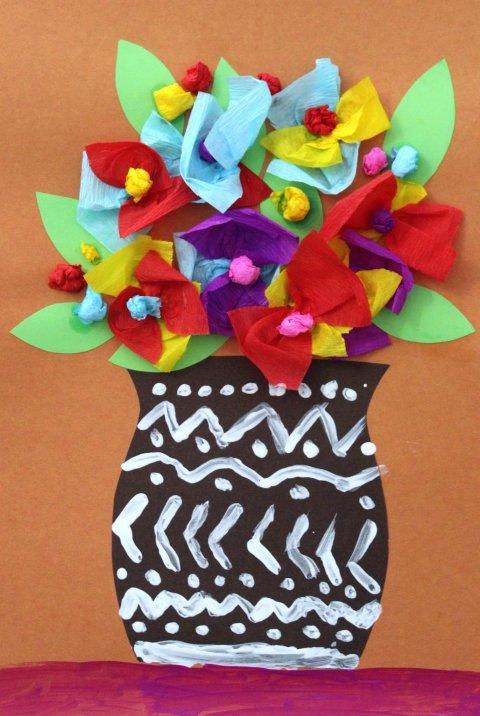 """простая аппликация для детей """"ваза с цветами"""" из гофрированной бумаги"""