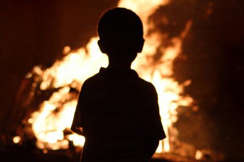 научите детей действиям при пожаре чтобы спасти им жизнь