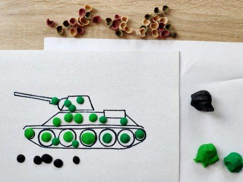 пластилиновая аппликация танк