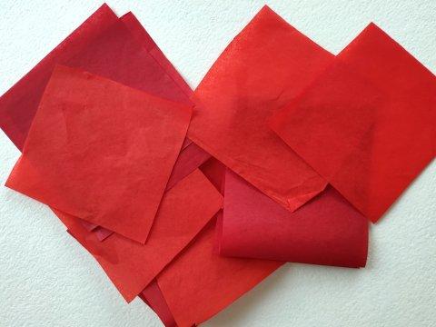 красная бумага для гвоздик