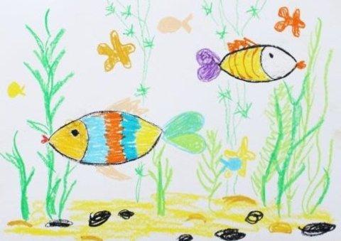 как нарисовать вместе с ребенком рыбок мелками