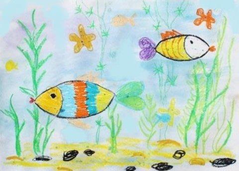 как нарисовать вместе с ребенком рыбок мелками и акварелью