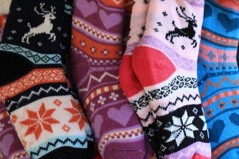 яркие носки для игр с малышом
