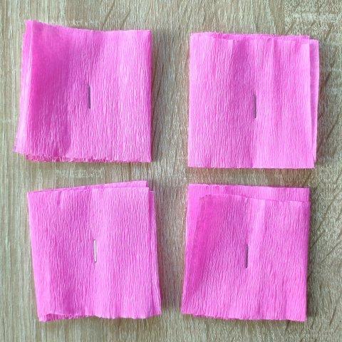 как сделать цветочек из гофрированной бумаги этап 1