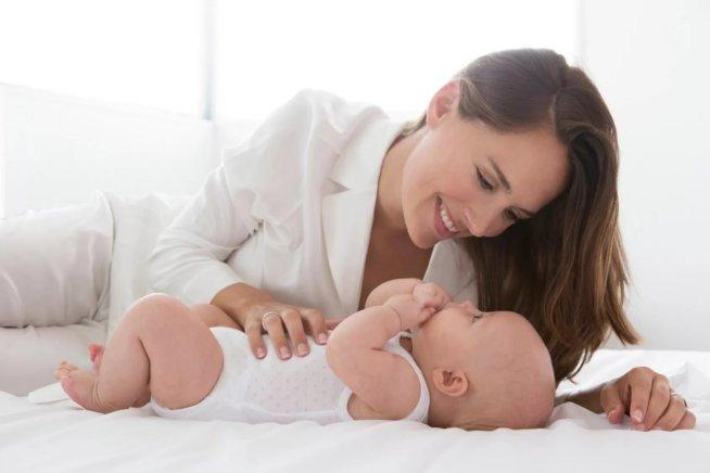 Физическое развитие малыша в 2 месяца
