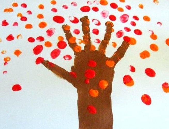 Нарисуйте с малышом листопад
