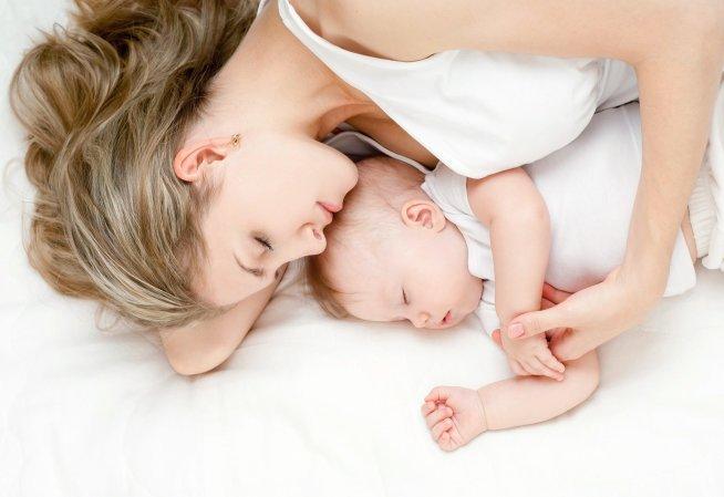 Еда и сон ребенка на первой неделе жизни