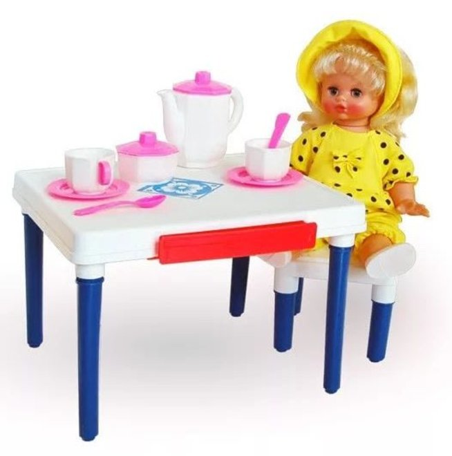 Устройте обед для кукол