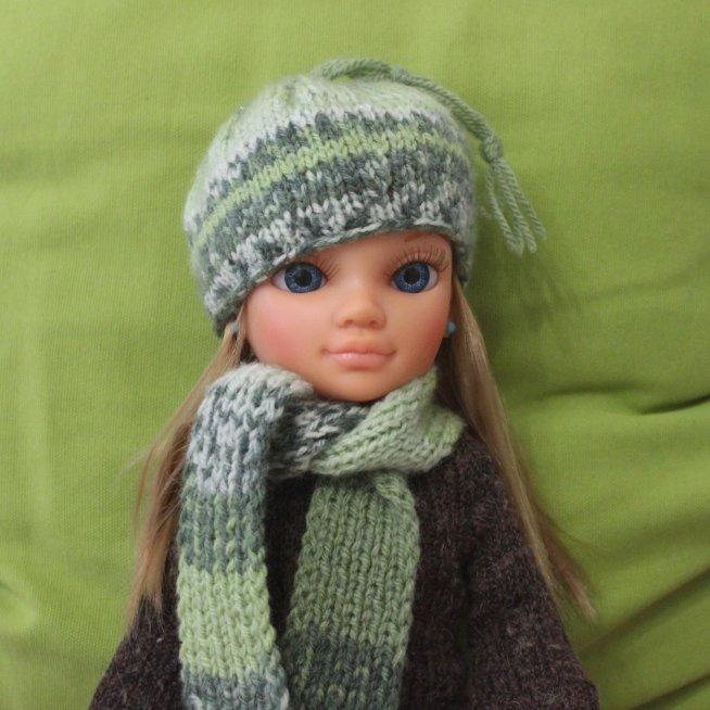 Свяжите шапочку и шарфик для куклы