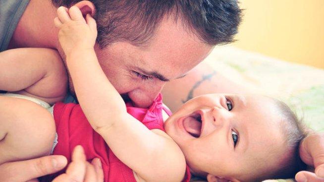 Что чувствует и как ведет себя ребенок в 8 месяцев