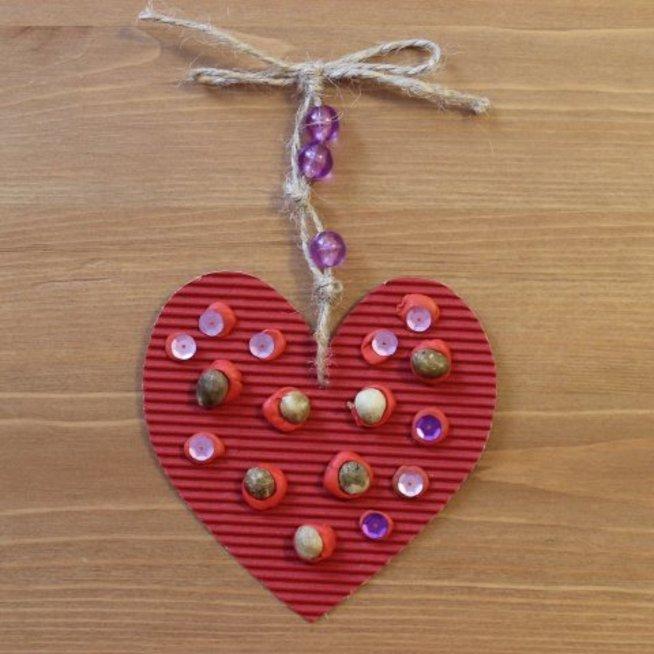 Валентинка из цветного картона и пластилина к 14 февраля