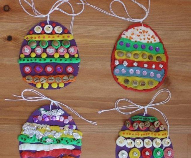 Пасхальные яйца из картона и пластилина