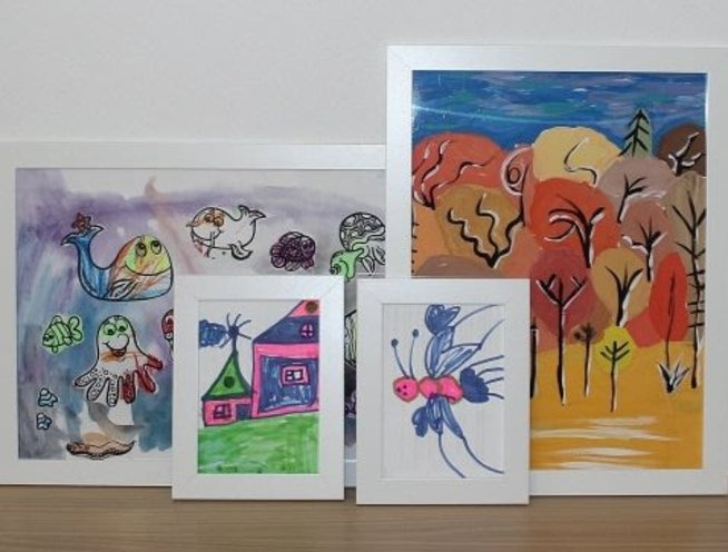 Decorate the room with your child's drawings
