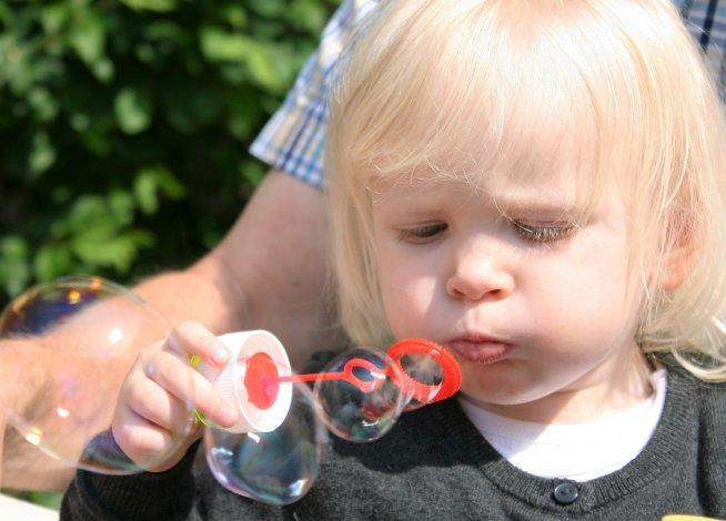 Поиграйте сегодня с мыльными пузырями