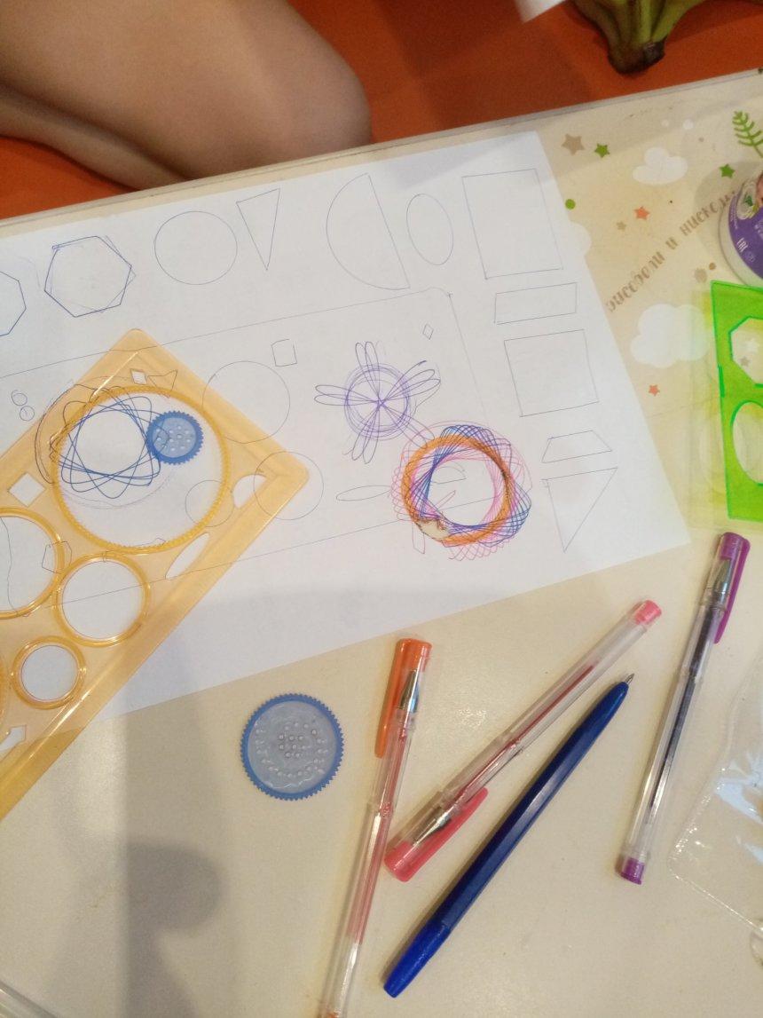 Отчёт по занятию Предложите ребенку порисовать спирографом! в Wachanga!